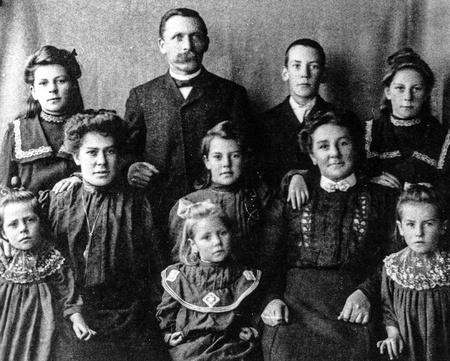 Michael and Jane Manson's second family, 1905