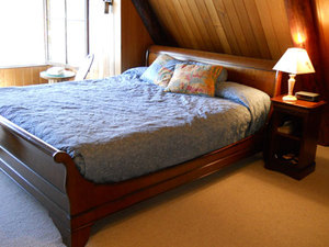 CalKing bed in the lower loft
