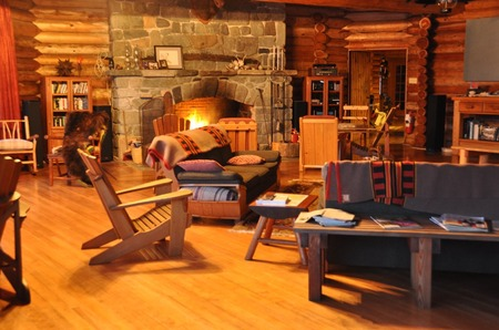 Twin Island Lodge living room.